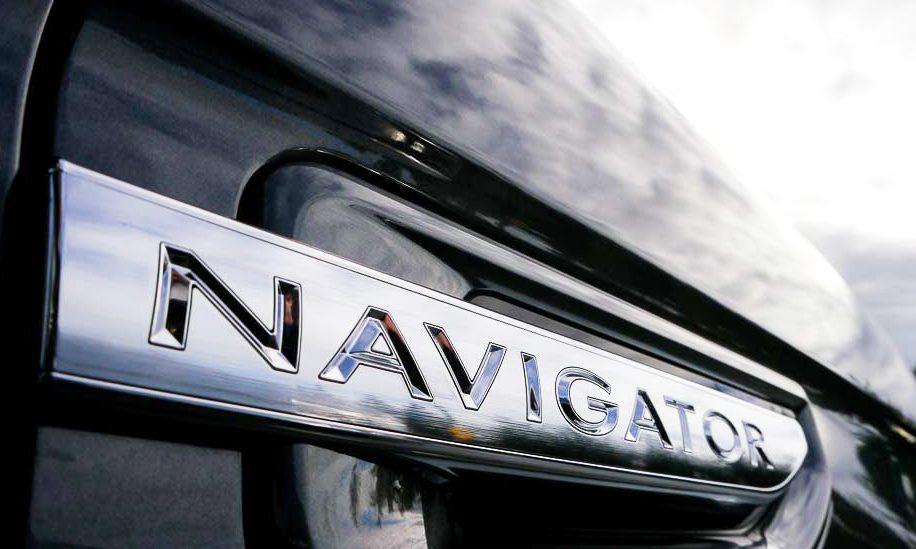 2018 Lincoln Navigator Reserve exterior view, a door handle